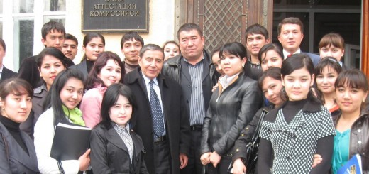 Ўткир Ҳошимов ва Тўлқин Эшбек 2009 йил 12 март куни талабалар даврасида
